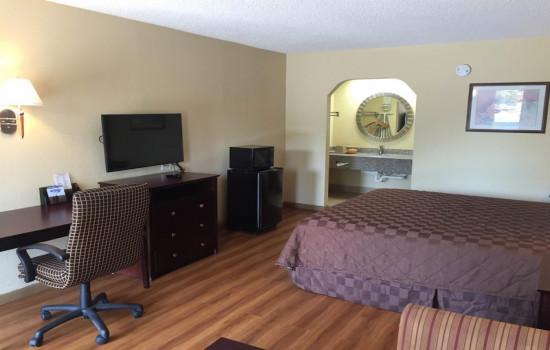 Deluxe Inn & Suites - King Room