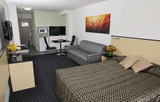 Deluxe Inn & Suites - Queen Room