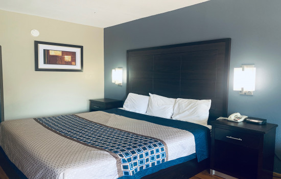 Deluxe Inn & Suites - 1 bed